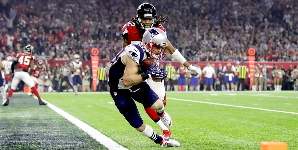 Danny Amendola catches a six-yard touchdown in the fourth quarter against Jalen Collins of the Atlanta Falcons during Super Bowl 51. (Photo by Ronald Martinez/Getty Images)