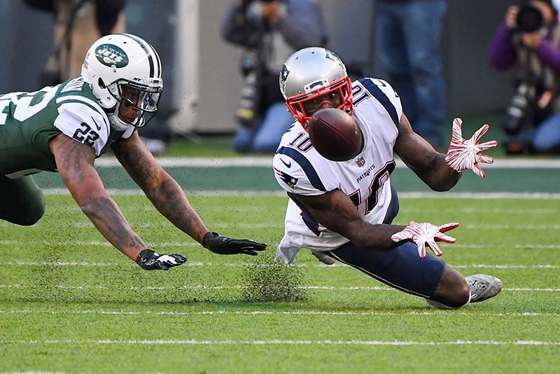Nov 25, 2018; East Rutherford, NJ: New England Patriots wide receiver Josh Gordon catches a first down pass in the 4th quarter in front of New York Jets cornerback Trumaine Johnson at MetLife Stadium. (Robert Deutsch-USA TODAY Sports)