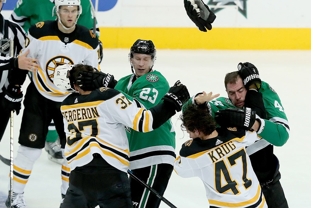 DALLAS, TX - NOVEMBER 16: Patrice Bergeron of the Boston Bruins fight with Esa Lindell of the Dallas Stars as Torey Krug of the Boston Bruins fights with Roman Polak of the Dallas Stars in the third period at American Airlines Center. (Photo by Tom Pennington/Getty Images)