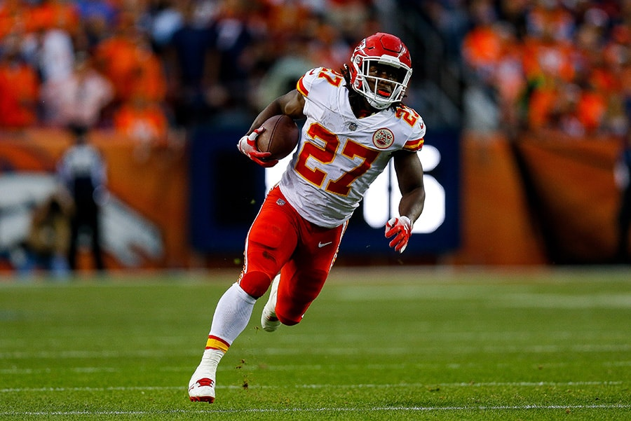 DENVER, CO - OCTOBER 1: Running back Kareem Hunt of the Kansas City Chiefs rushes in the open field against the Denver Broncos in the first quarter of a game at Broncos Stadium at Mile High. (Photo by Justin Edmonds/Getty Images)