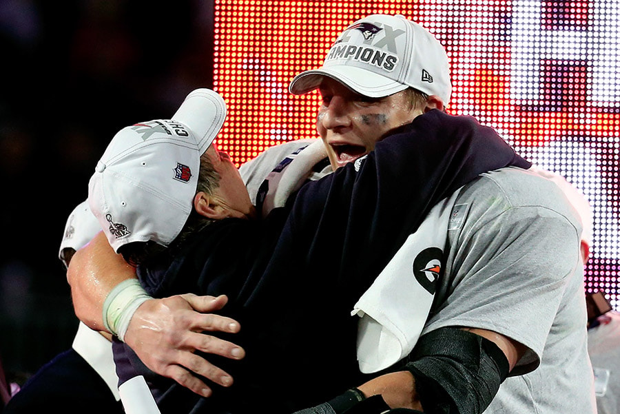 GLENDALE, AZ - FEBRUARY 01: Head coach Bill Belichick of the New England Patriots hugs Rob Gronkowski after defeating the Seattle Seahawks during Super Bowl XLIX at University of Phoenix Stadium. The Patriots defeated the Seahawks 28-24. (Photo by Rob Carr/Getty Images)