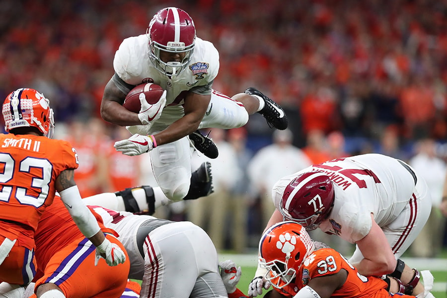 Damien Harris of the Alabama Crimson Tide dives with the ball as Van Smith of the Clemson Tigers defends in the second half of the AllState Sugar Bowl at the Mercedes-Benz Superdome on January 1, 2018 in New Orleans, Louisiana. (Photo by Tom Pennington/Getty Images)