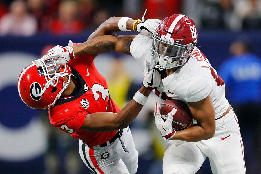 ATLANTA, GA - DECEMBER 01: Irv Smith Jr. of the Alabama Crimson Tide stiff arms Tyson Campbell of the Georgia Bulldogs in the first half during the 2018 SEC Championship Game at Mercedes-Benz Stadium. (Photo by Kevin C. Cox/Getty Images)