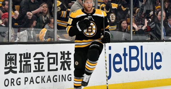 Report: Bruins re-signing Steve Kampfer to two-year extension