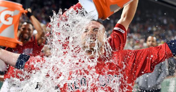 Vazquez walk-off homer completes comeback, Sox beat Blue Jays 7-5