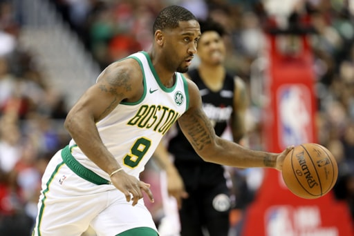 new york 56377 888c2 Point guard Brad Wanamaker staying with to Celtics on one ...