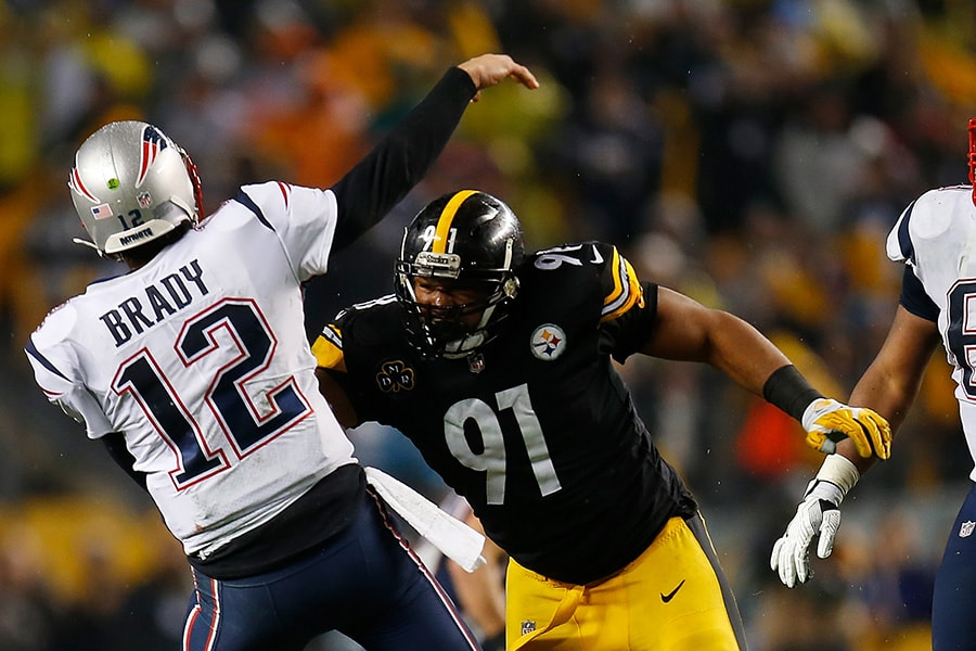 Tom Brady of the New England Patriots attempts a pass under pressure from Stephon Tuitt of the Pittsburgh Steelers in the fourth quarter during the game at Heinz Field on December 17, 2017 in Pittsburgh, Pennsylvania. (Photo by Justin K. Aller/Getty Images)