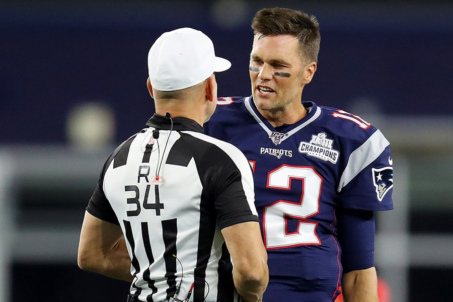 After social media complaints, Tom Brady makes nice with refs
