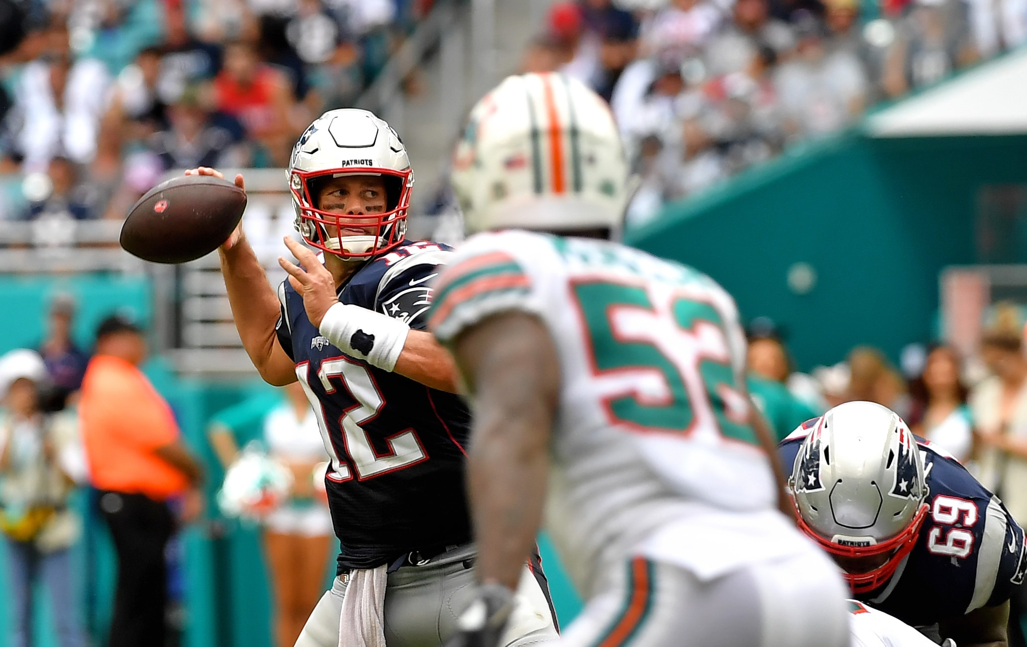 Dolphins linebacker says referee told him not to touch Tom Brady