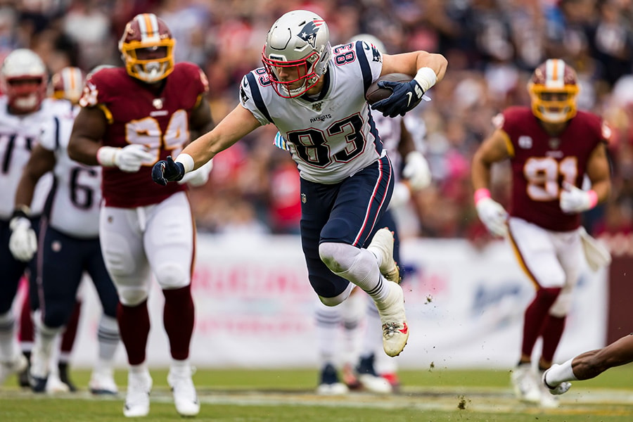 Patriots tight end Matt LaCosse reportedly needs to miss time with an MCL sprain