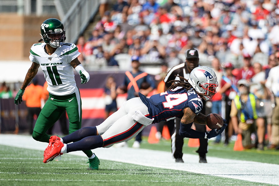 Stephon Gilmore of the New England Patriots breaks up a pass against Robby Anderson of the New York Jets during the second quarter at Gillette Stadium on September 22, 2019 in Foxborough, Massachusetts. (Photo by Kathryn Riley/Getty Images)