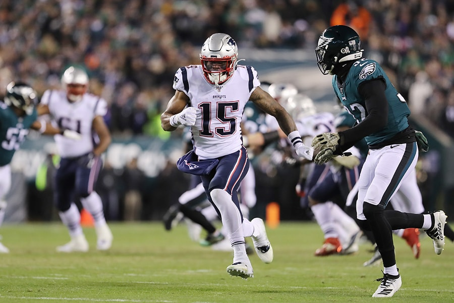 Patriots receiver N'Keal Harry makes three catches in NFL debut