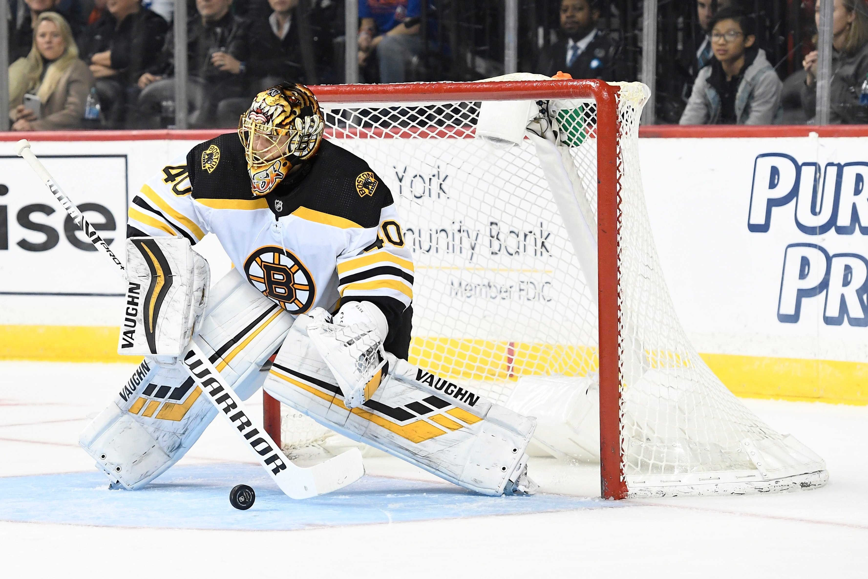Bruins goalie Tuukka Rask concussed on unpenalized blow to head