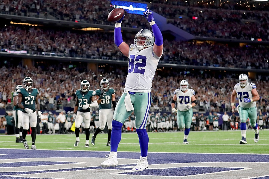 ARLINGTON, TX - OCTOBER 30: Jason Witten #82 of the Dallas Cowboys celebrates after scoring the game winning touchdown against the Philadelphia Eagles in overtime at AT&T Stadium on October 30, 2016 in Arlington, Texas. The Dallas Cowboys beat the Philadelphia Eagles 29-23 in overtime. (Photo by Tom Pennington/Getty Images)