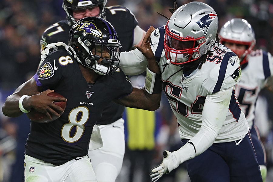 BALTIMORE, MARYLAND - NOVEMBER 03: Quarterback Lamar Jackson #8 of the Baltimore Ravens rushes in front of linebacker Dont'a Hightower #54 of the New England Patriots during the second quarter at M&T Bank Stadium on November 3, 2019 in Baltimore, Maryland. (Photo by Todd Olszewski/Getty Images)