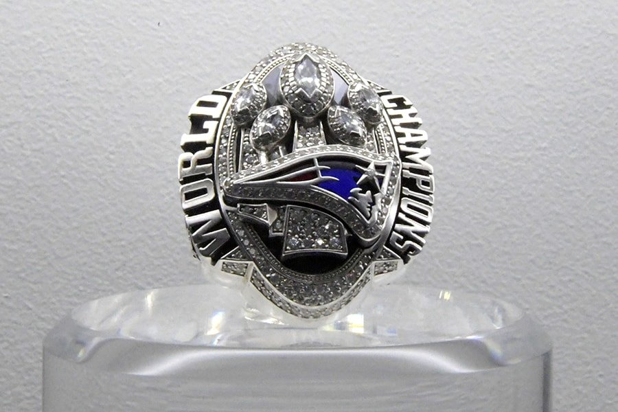 Pats owner Robert Kraft's SB ring raises $1.025M in auction