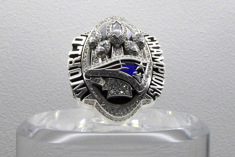 Pats owner Robert Kraft's SB ring raises $1.025M in auction class=