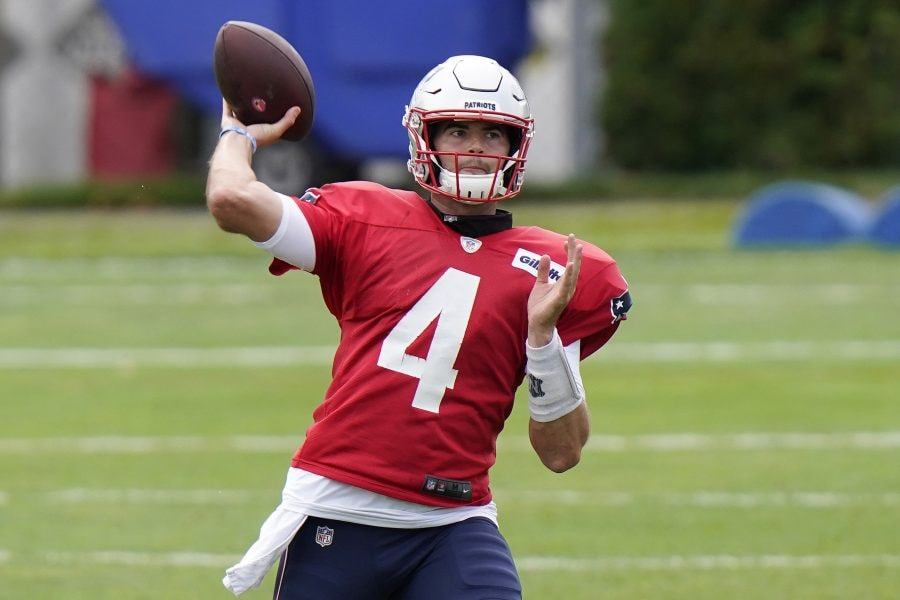 FOXBOROUGH, MASSACHUSETTS - AUGUST 17: Jarrett Stidham #4 of the New England Patriots throws a pass during training camp at Gillette Stadium on August 17, 2020 in Foxborough, Massachusetts. (Photo by Steven Senne-Pool/Getty Images)