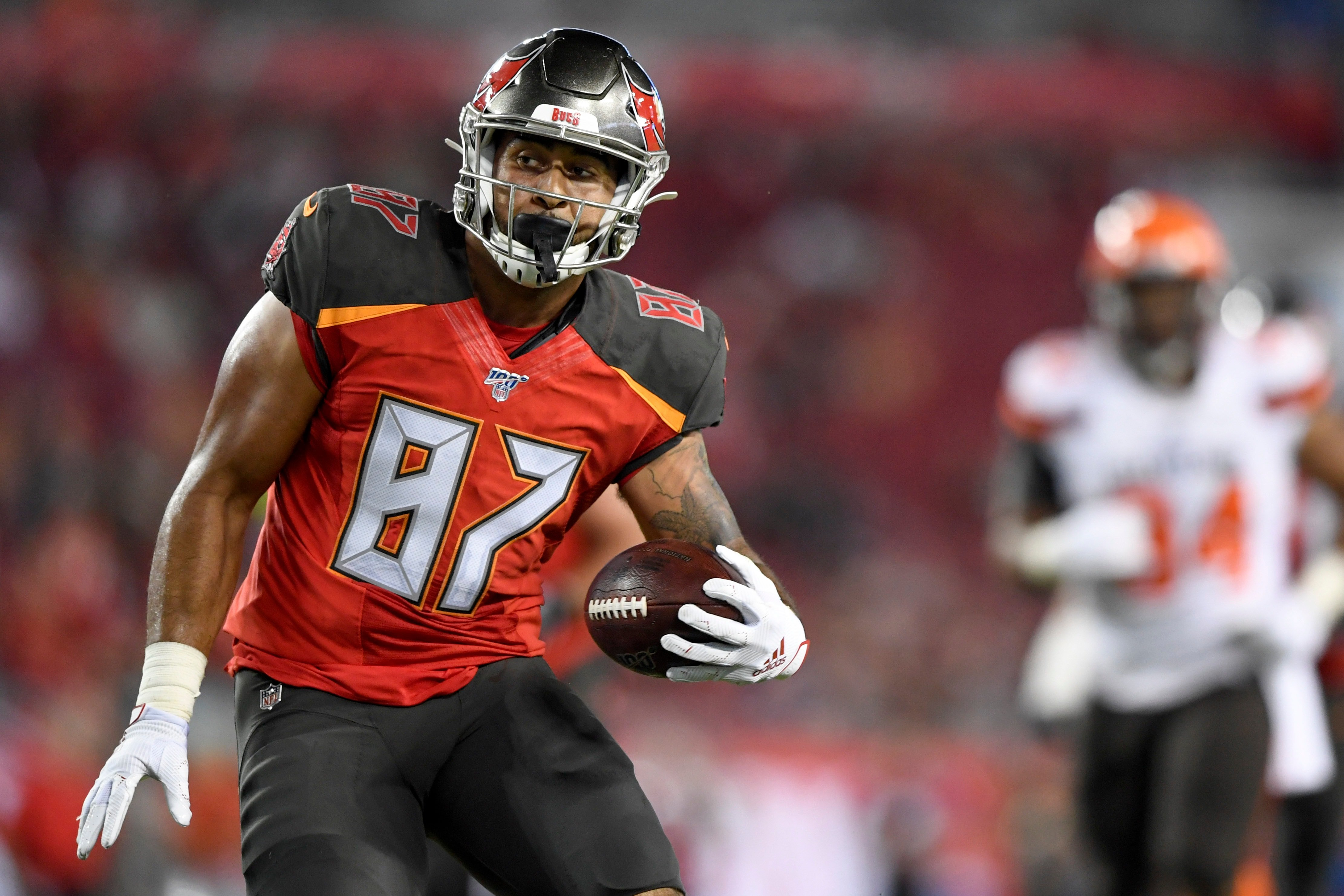 Jordan Leggett is expected to sign with the Patriots, provided he passes a physical. (Douglas DeFelice-USA TODAY Sports)