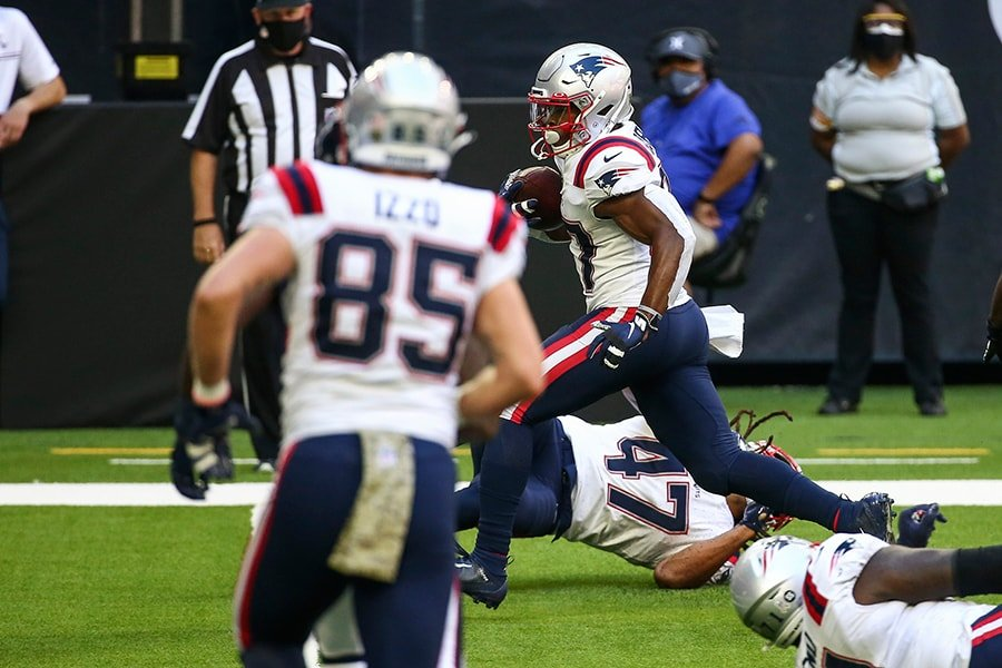 Damien Harris had one of the most curiously low snap counts in the Patriots' loss to the Texans. (Troy Taormina-USA TODAY Sports)