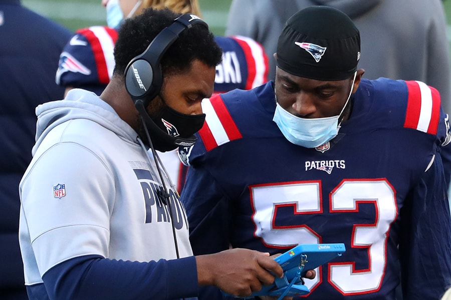 Patriots inside linebackers coach Jerod Mayo meets with linebacker Josh Uche during a game against the Arizona Cardinals. (Photo by Maddie Meyer/Getty Images)
