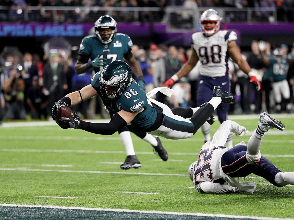 Eagles tight end Zach Ertz has long been the subject of trade rumors, and it wouldn't be surprising if the Patriots were one of the teams calling about him. (Patrick Smith/Getty Images)