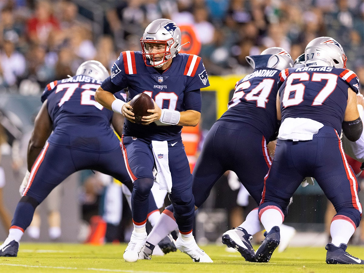 PHILADELPHIA, PA - AUGUST 19: Mac Jones #10 of the New England Patriots drops back against the Philadelphia Eagles in the preseason game at Lincoln Financial Field on August 19, 2021 in Philadelphia, Pennsylvania. The Patriots defeated the Eagles 35-0. (Photo by Mitchell Leff/Getty Images)