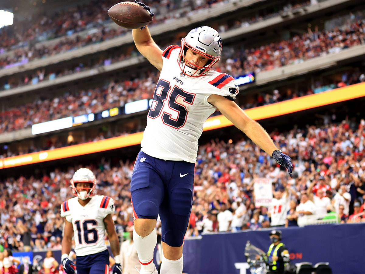 HOUSTON, TEXAS - OCTOBER 10: Hunter Henry #85 of the New England Patriots celebrates a touchdown during the second half against the Houston Texans at NRG Stadium on October 10, 2021 in Houston, Texas. (Photo by Carmen Mandato/Getty Images)