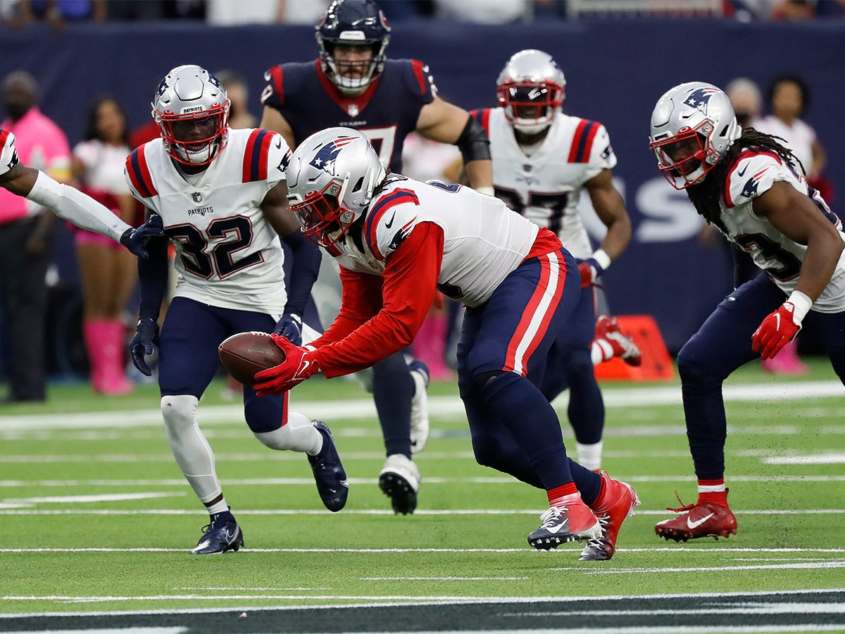 HOUSTON, TEXAS - OCTOBER 10: Matt Judon #9 of the New England Patriots recovers a fumble during the second half against the Houston Texans at NRG Stadium on October 10, 2021 in Houston, Texas. (Photo by Bob Levey/Getty Images)